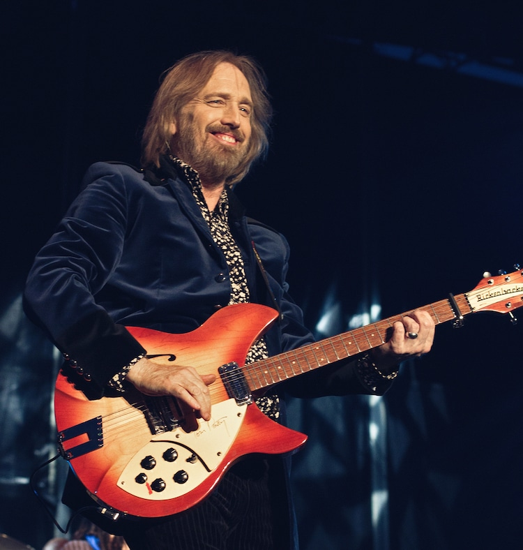 poignant video captures tom petty in concert performing his last song. Black Bedroom Furniture Sets. Home Design Ideas