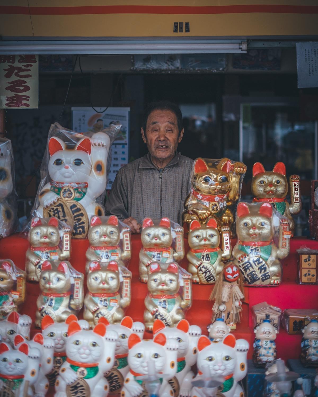 shopkeepers in tokyo