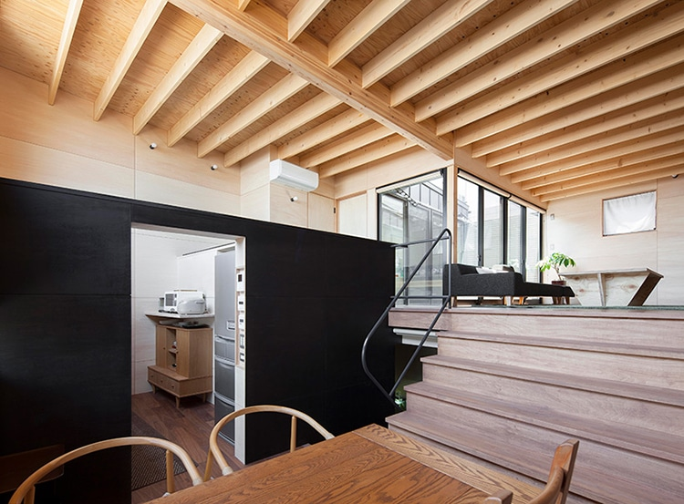 Architects Design Home With Earthquake Proof Floor To