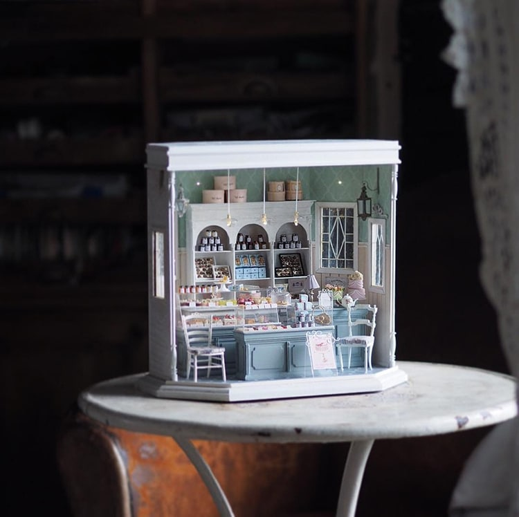 Japanese Artist Crafts Miniature Antique Dollhouse Furniture By Hand