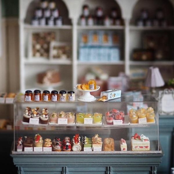 Japanese Artist Crafts Miniature Antique Dollhouse Furniture by Hand - Japanese Artist Crafts Miniature, Antique Dollhouse Furniture By Hand