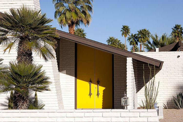 Mid century modern architecture a look at mid century for Buy house palm springs