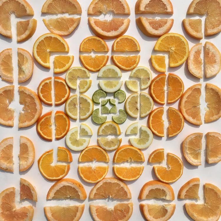Arrangement de motifs méticuleux par Adam Hillman