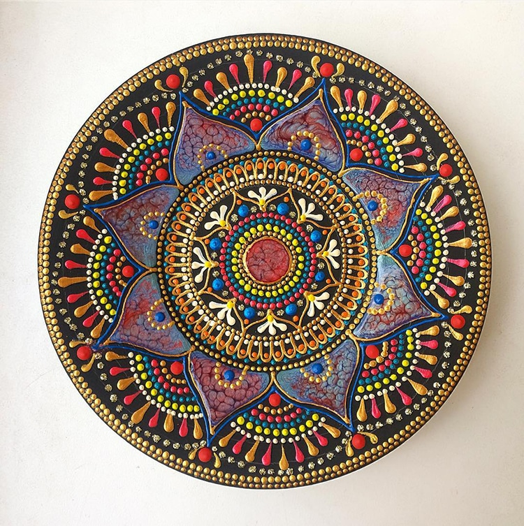 Anastasia Safonov makes ceramic plates and mugs hand-painted with mesmerizing mandala art.  sc 1 st  My Modern Met & Artist Creates Ceramic Plates Hand-painted with Mesmerizing Mandala Art