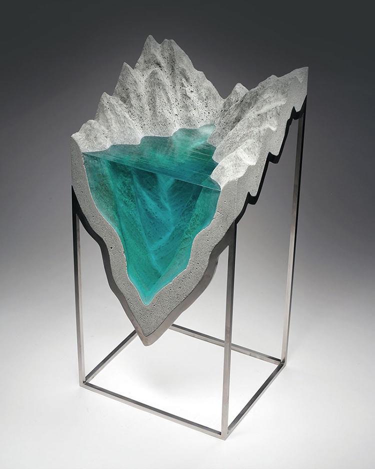 Handmade Glass Sculptures Capture The Beauty Of The Ocean - Incredible layered glass table mimics oceans depths