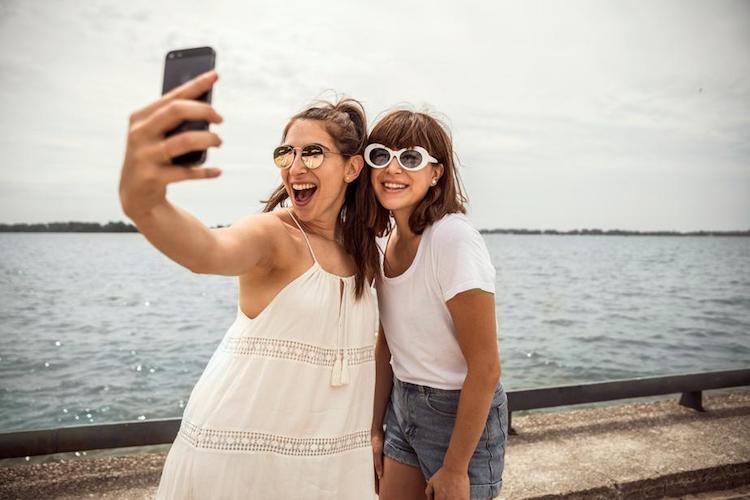 Selfitis selfie obsession