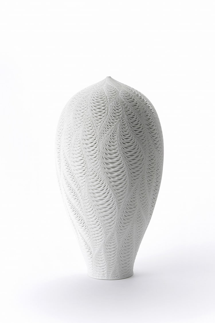 Patterned ceramic vases express the movement of ocean waves ceramic vases with ocean waves pattern by lee jong min reviewsmspy