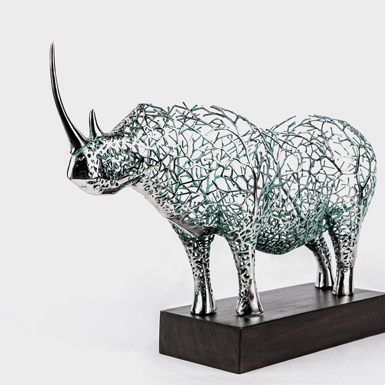 artist creates metal sculptures that look like animal shaped shrubbery. Black Bedroom Furniture Sets. Home Design Ideas