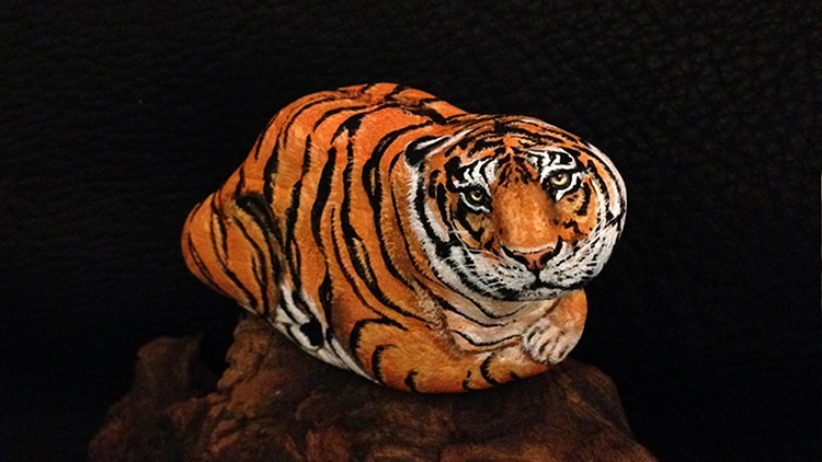 Animal Stone Paintings by Akie Nakata