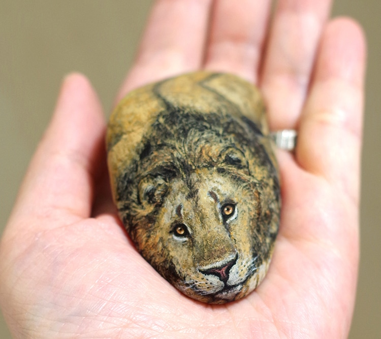 Akie Nakata Stone Paintings Tiny Animal Sculptures