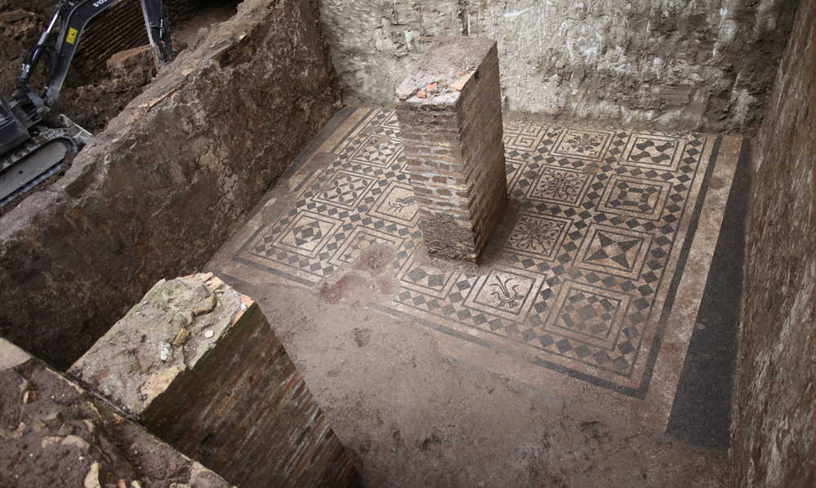 Ancient Military Barracks Uncovered by Roman Archaeologists