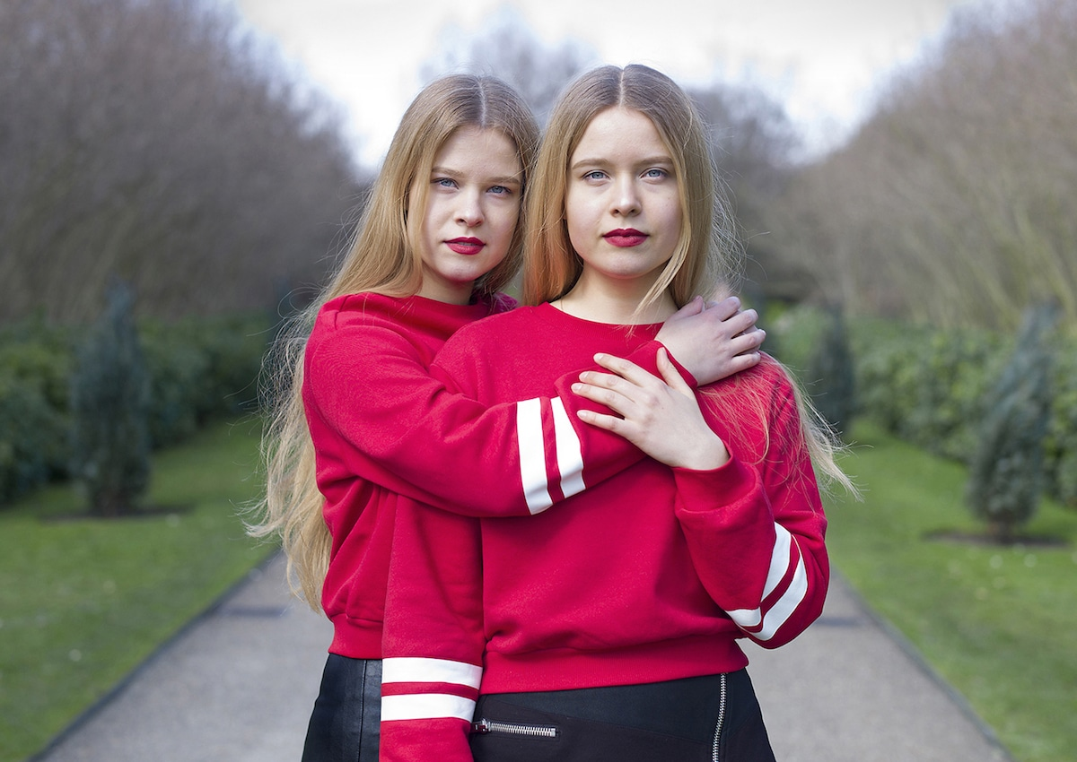 Identical Twins Portrait Photography by Peter Zelewski