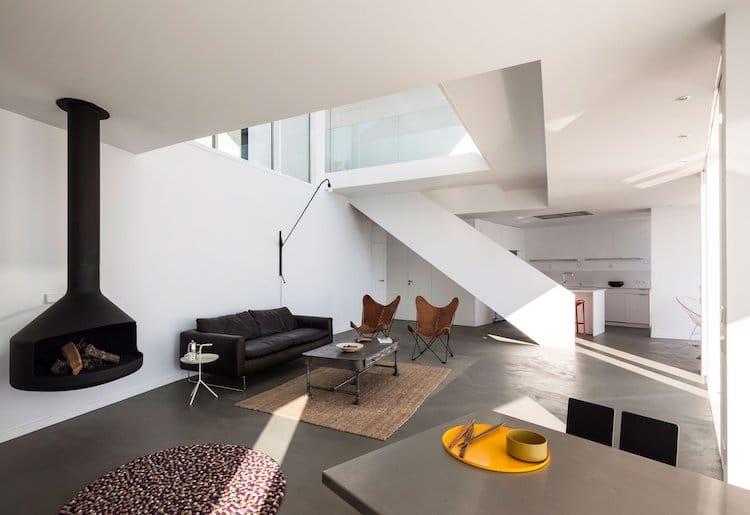 Minimal Interior by Cadaval & Solà-Morales