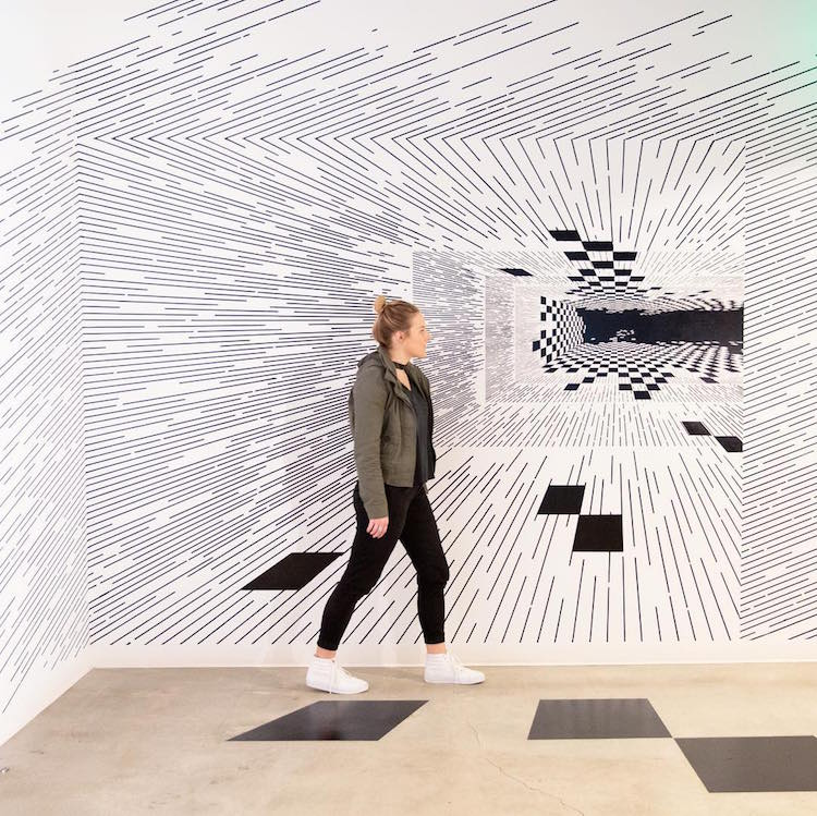 Line Art Math : Line drawing artist creates three dimensional math art