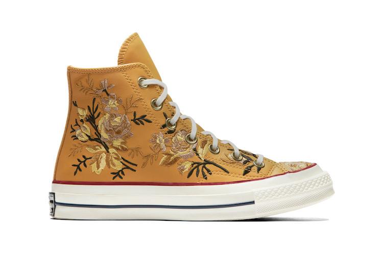 Tenis Bordados con Flores de Converse