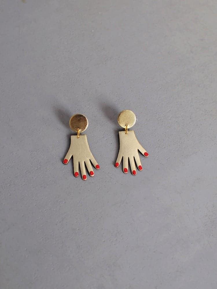 Aretes de manos