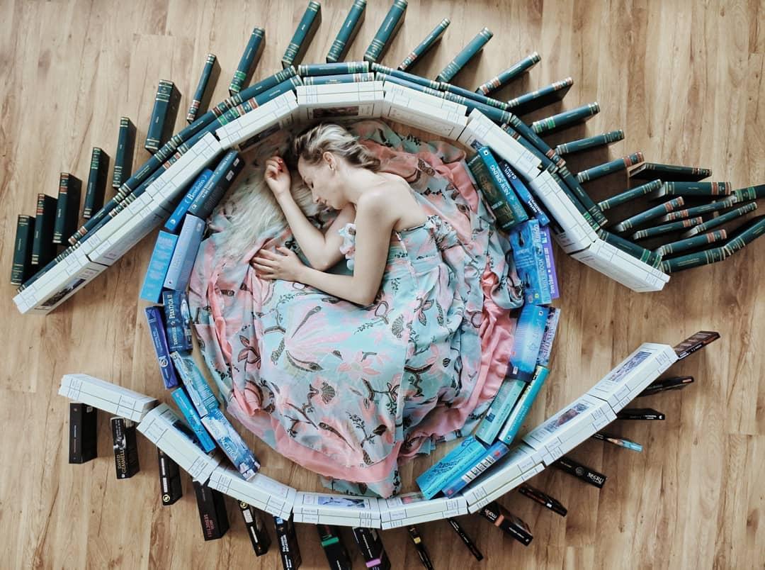 Instalaciones Escenas de Arte con Libros por Elizabeth Sagan