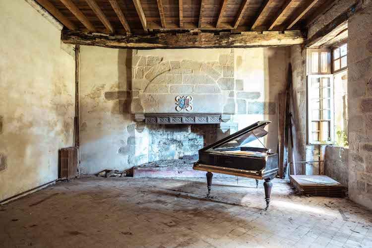 Requiem for Pianos Requiem Pour Pianos Romain Thiery Pianos Viejos