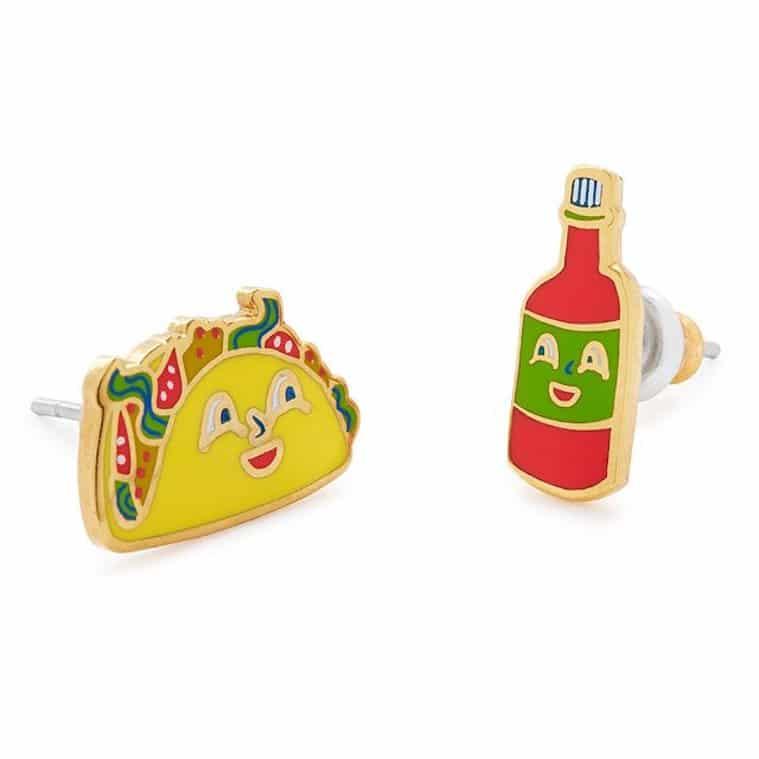 Aretes de taco y salsa