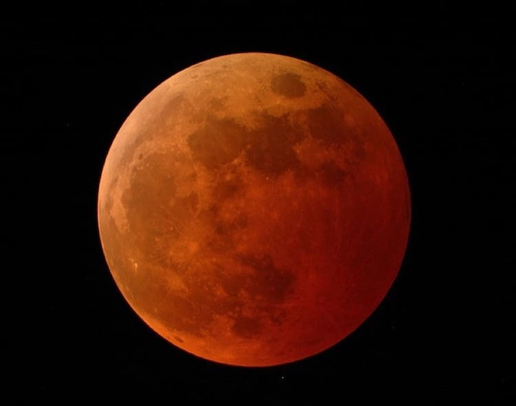 Super Blood Moon Visible Across North America On January 21 2019