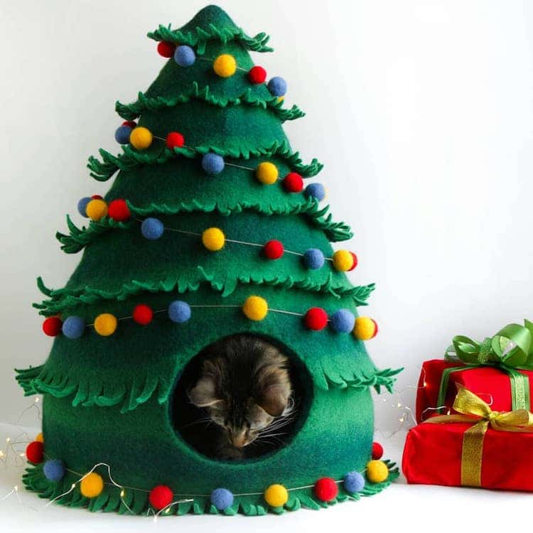 Christmas Cat House by Meow Felt