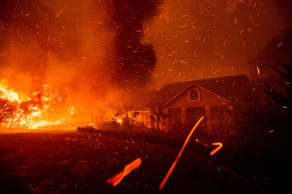 Photos of Camp Fire in California by Noah Berger Photojournalist