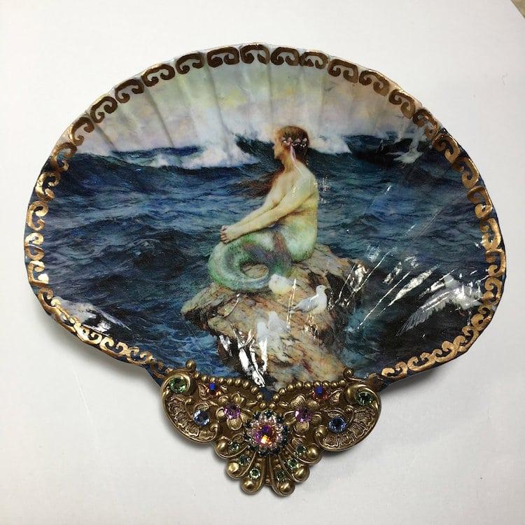 platitos decorativos arte en conchas marinas por Mary Kenyon sirena renacentista