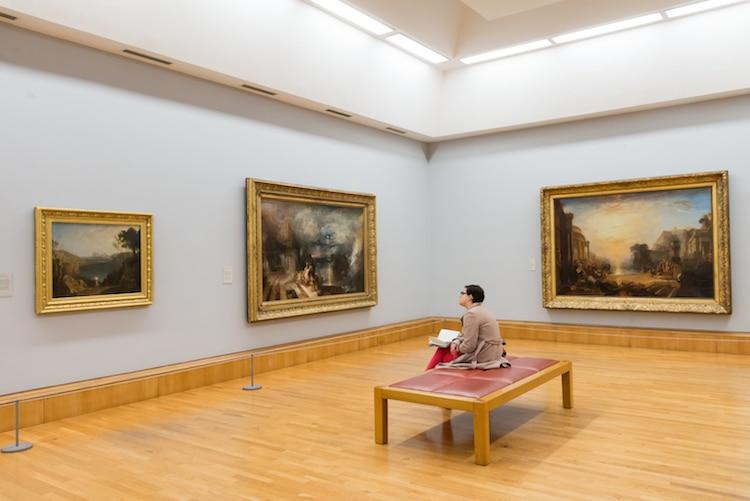 Sala de museo con pinturas de JMW Turner