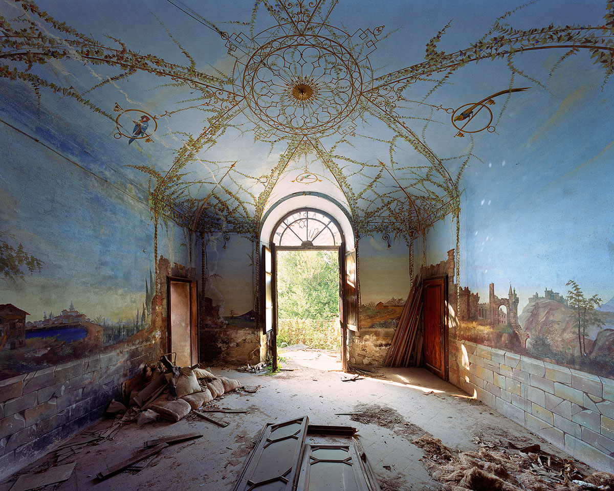 Thomas Jorion - Monumental Photography of Abandoned Buildings