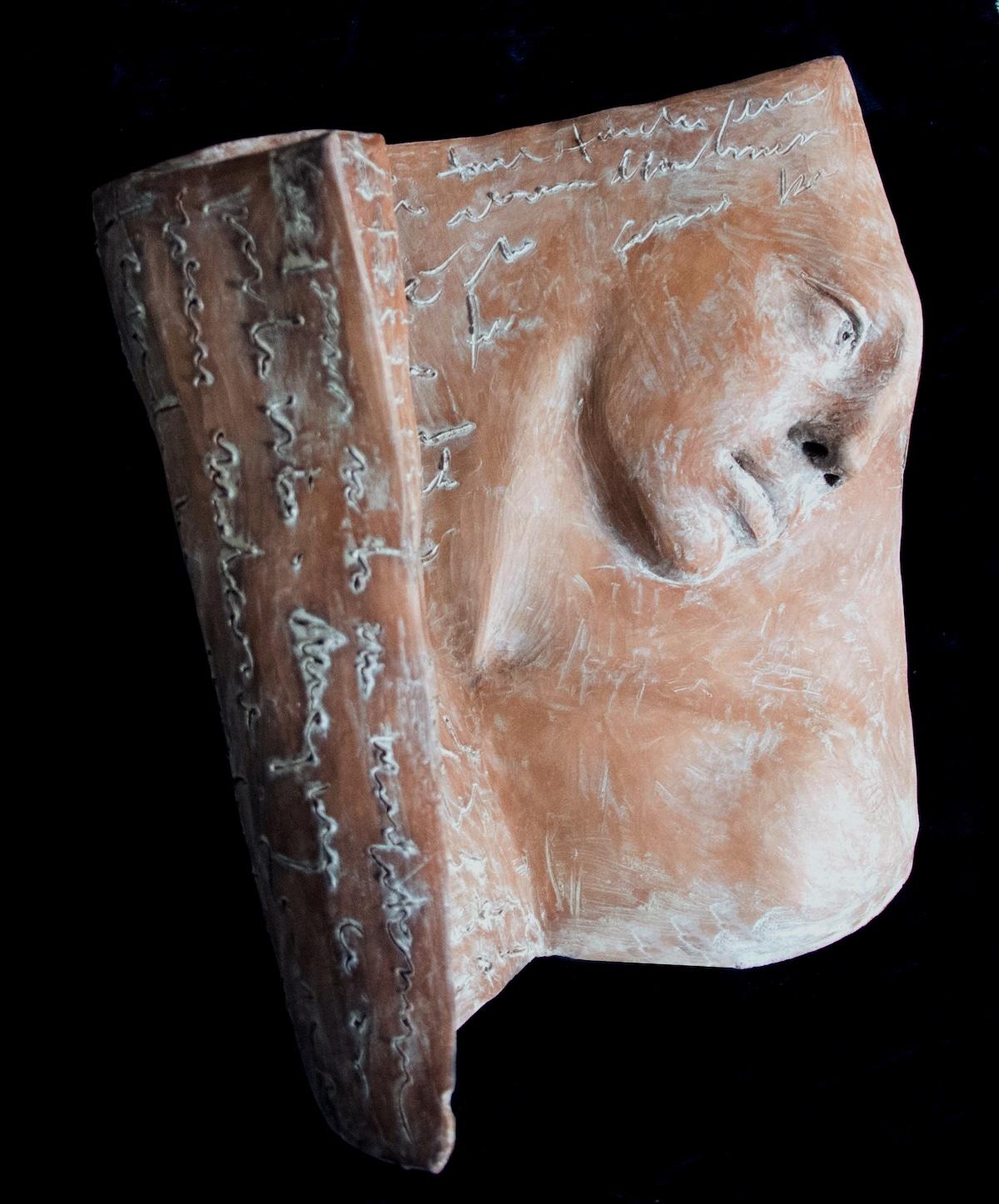 escultura de libro por Paola Grizi