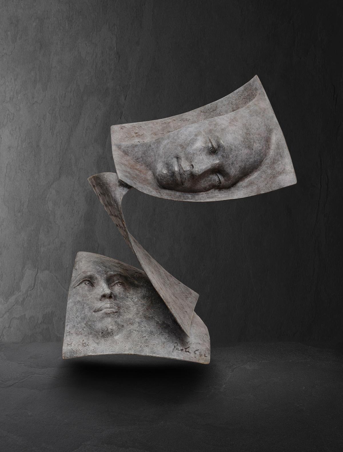 escultura en bronce por Paola Grizi