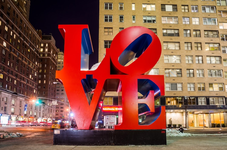 Robert Indiana Love esculturas