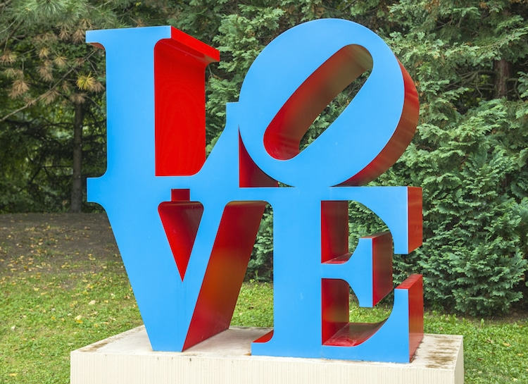 escultura love robert indiana