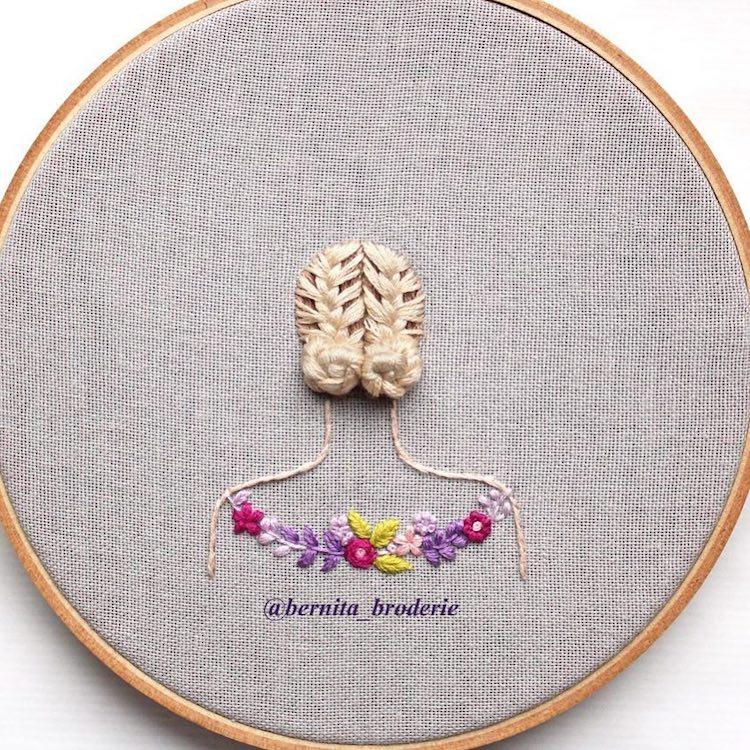 Capelli ricamati in 3D spiccano dal telaio rotondo di Bernita Broderie