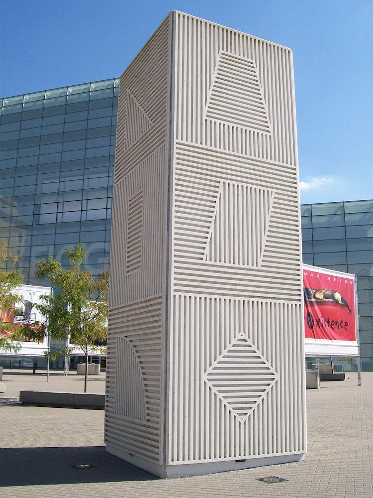 Sol Lewitt Famous Sculptor