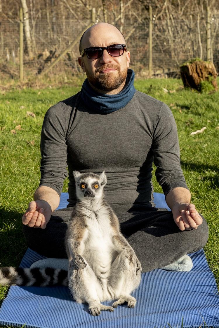 Lemoga- Yoga con lémures en Armathwaite Hall