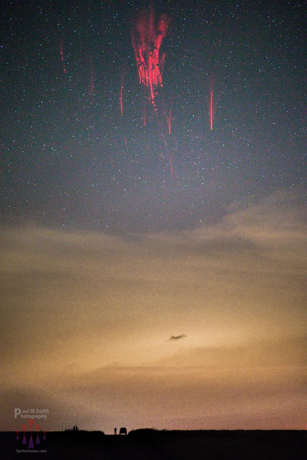 espectros rojos en el cielo