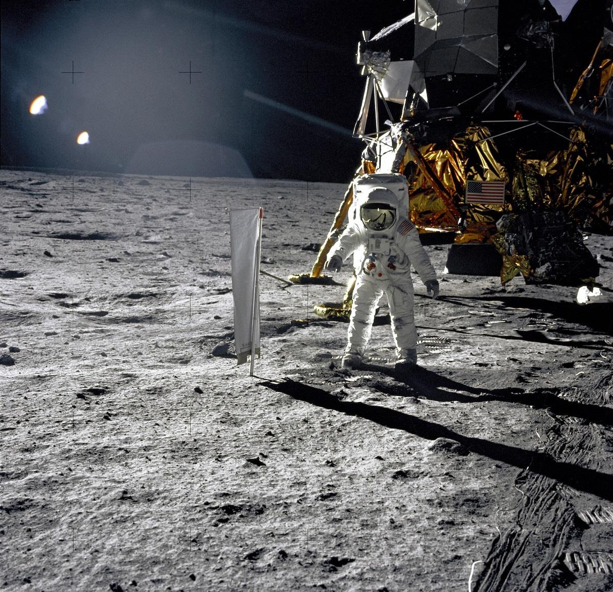Aldrin con el experimento de viento solar