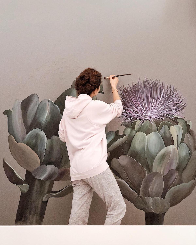 Murales de flores en la pared por Lilit Sargsyan
