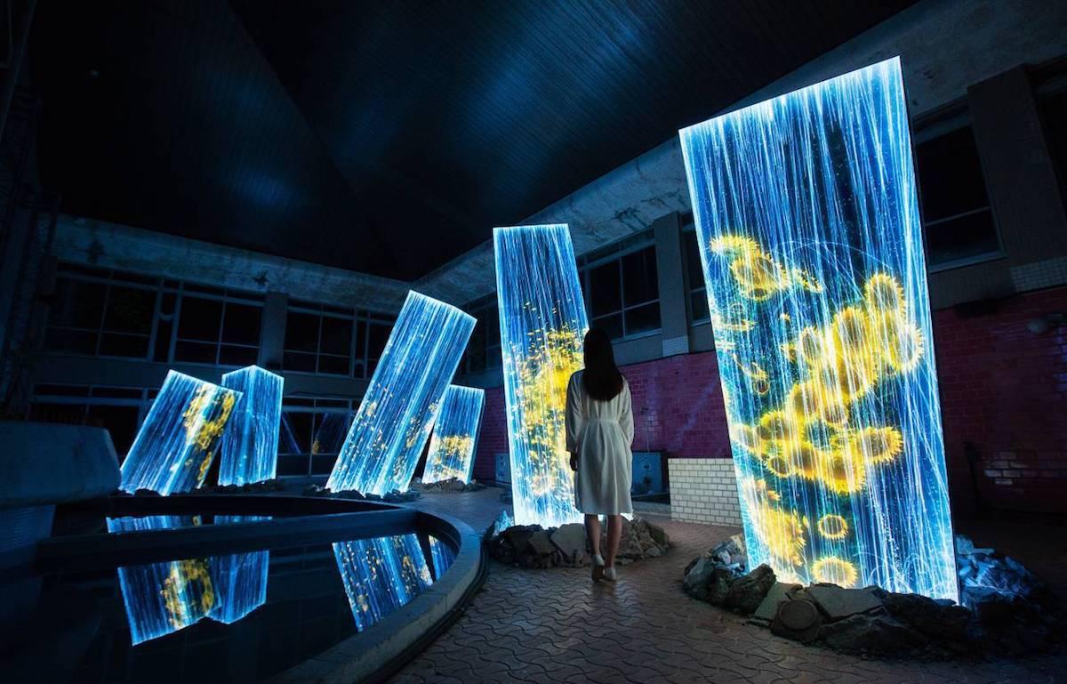 Instalación artística en casa de baño por teamLab