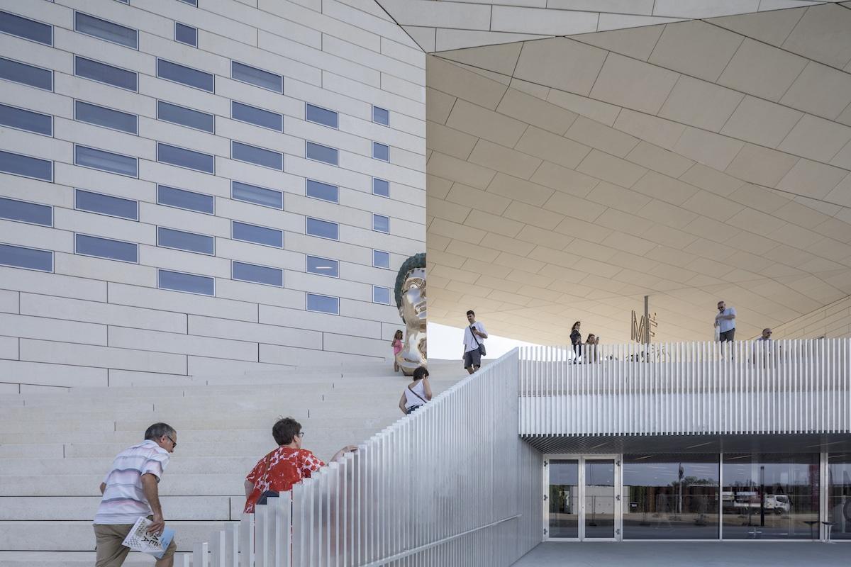 Centro cultural MECA en Burdeos por Bjarke Ingels Group