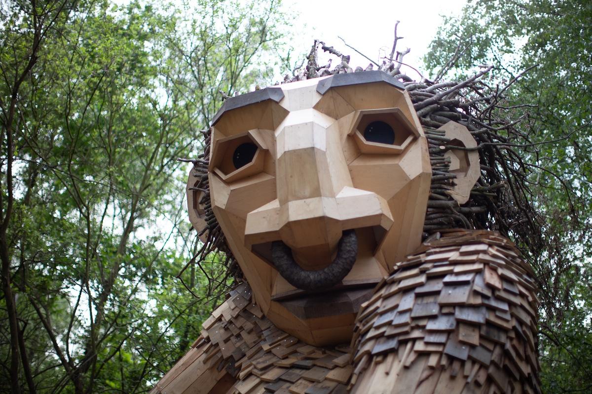 esculturas de trolls por Thomas Dambo