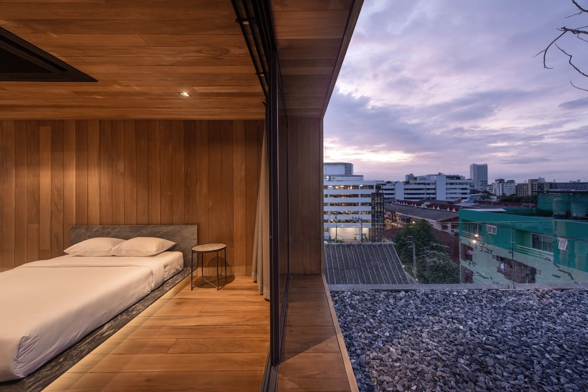 WARchitect - Skyscape Apartment in Bangkok