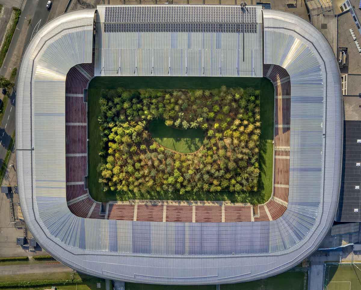 bosque en estadio de austria por Klaus Littmann