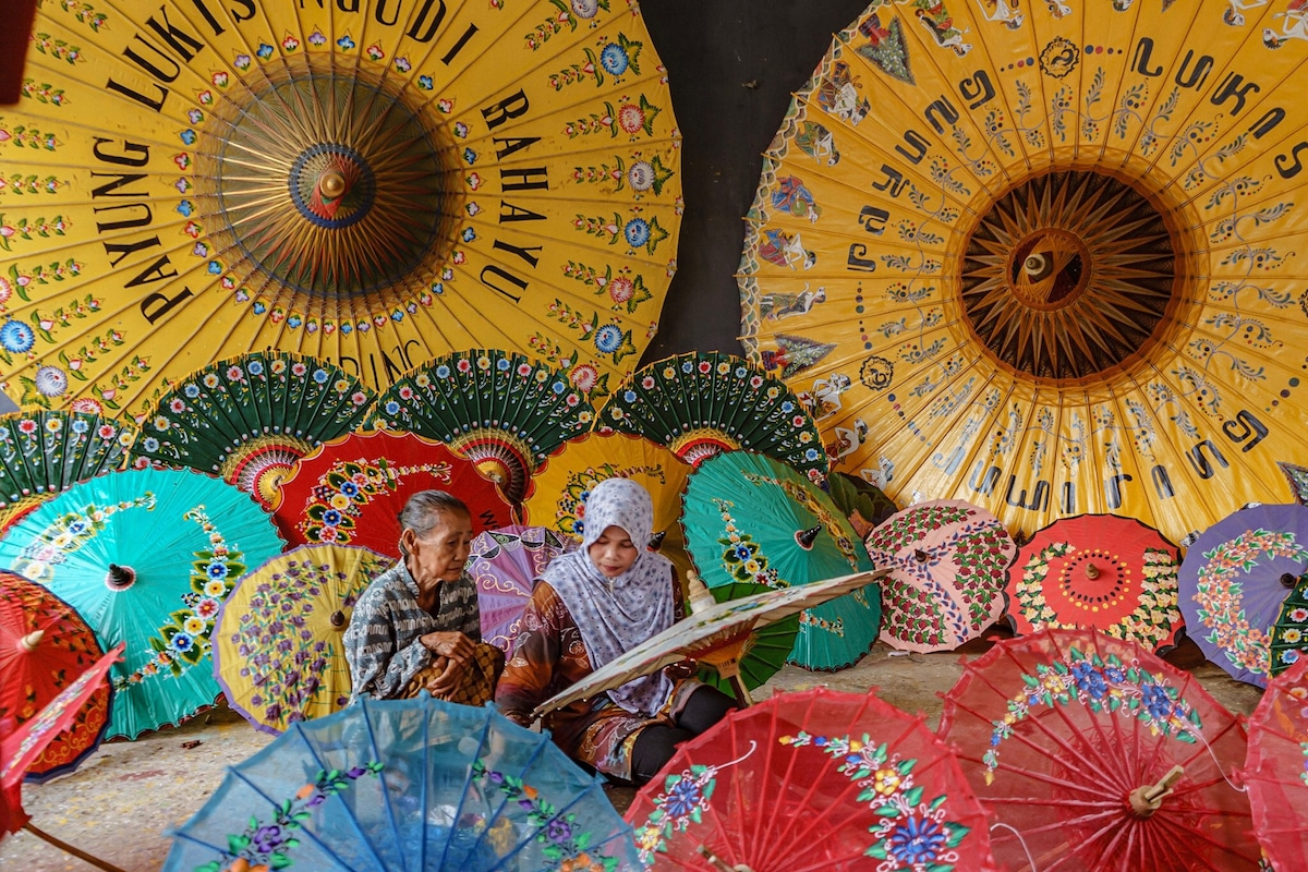 Learning How to Paint Umbrellas in Indonesia