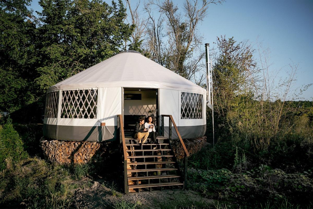 Yurta moderna por Zach Both
