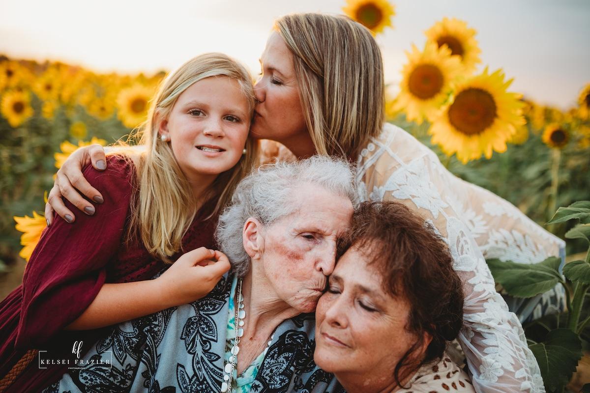 Foto de cuatro generaciones de una familia