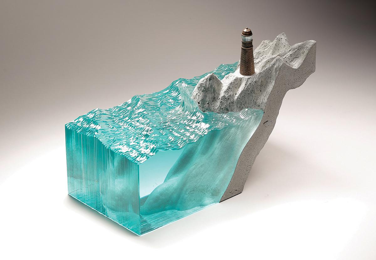 Pieza escultórica de vidrio del artista Ben Young