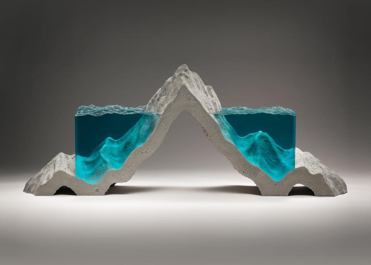 Escultura de vidrio y hormigón por Ben Young