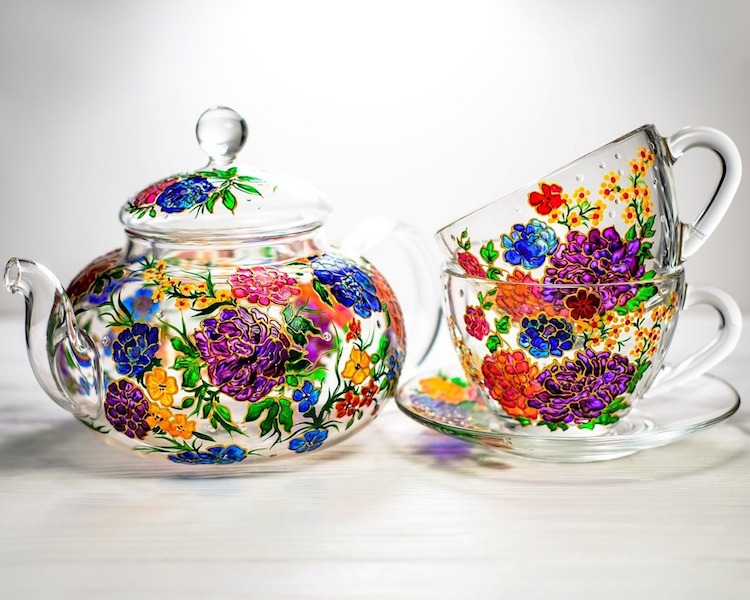 Hand-Painted Glass Mugs and Teapots by Vitraaze